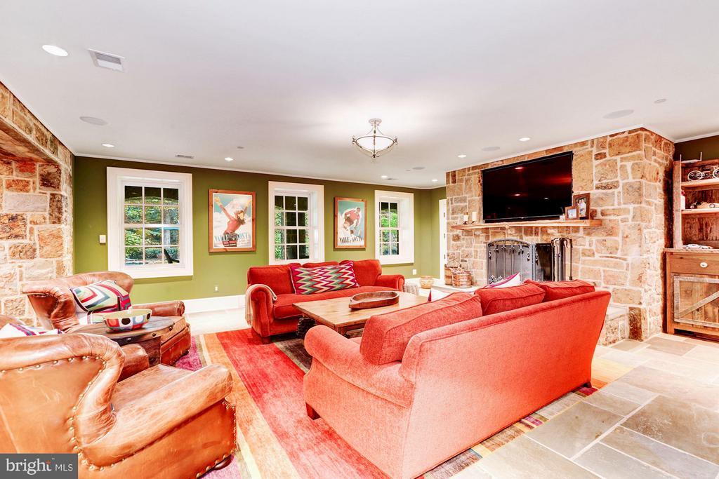 Lower Level Rec Room w/ Fireplace - 7019 NATELLI WOODS LN, BETHESDA
