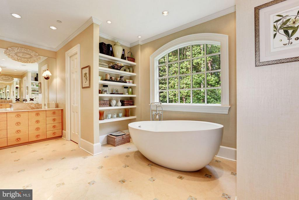 Master BA w/ Tub, Dual Vanities, Double Shower - 7019 NATELLI WOODS LN, BETHESDA