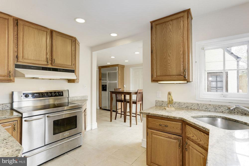 Kitchen - 9300 COLESVILLE RD, SILVER SPRING