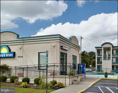 Commercial for Sale at 5500 Williamsburg Rd Sandston, Virginia 23150 United States