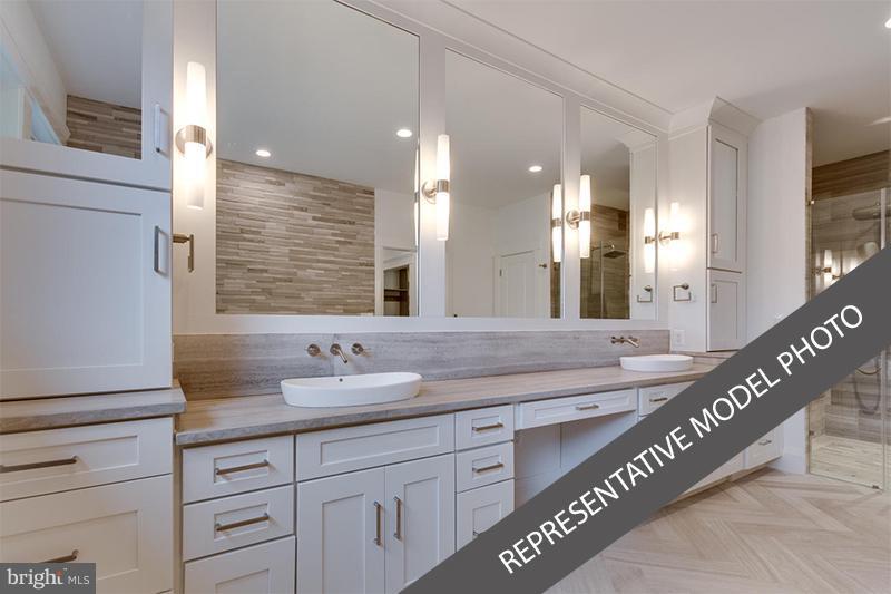 Bath (Master) - 3430 RANDOLPH ST N, ARLINGTON