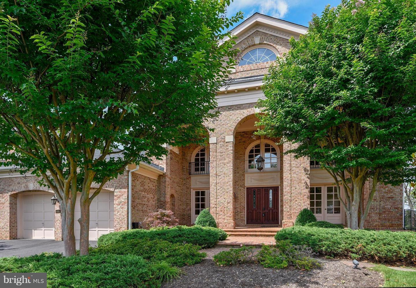 Single Family for Sale at 43422 Cloister Pl Leesburg, Virginia 20176 United States