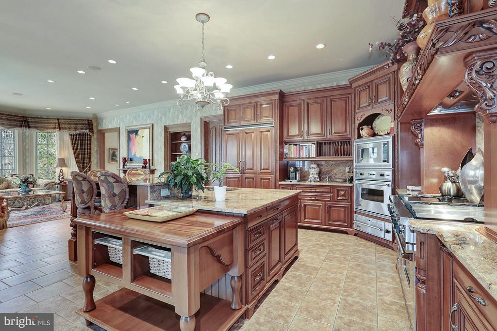 Kitchen - 896 ALVERMAR RIDGE DR, MCLEAN