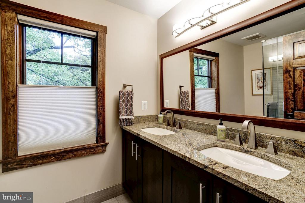Dual sinks in the upper level bath with tub - 2900 27TH ST N, ARLINGTON