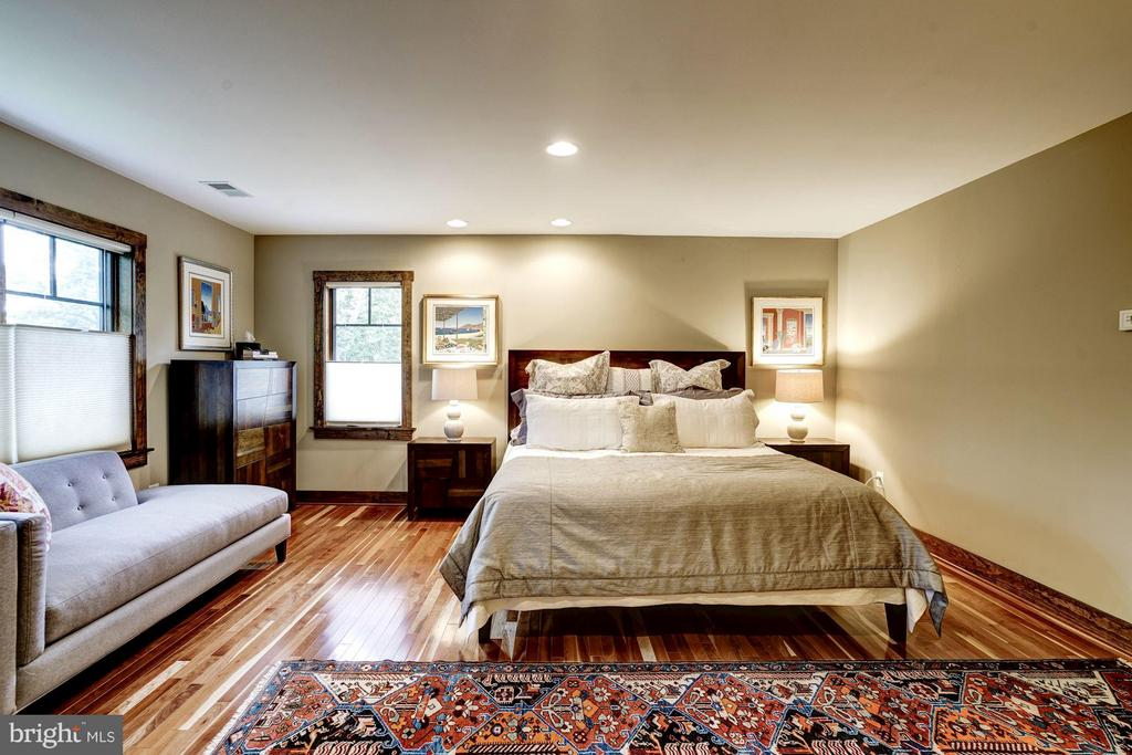Upper level master bedroom is spacious and private - 2900 27TH ST N, ARLINGTON