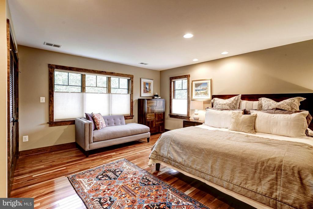 Spread out and create a quiet space of your own - 2900 27TH ST N, ARLINGTON