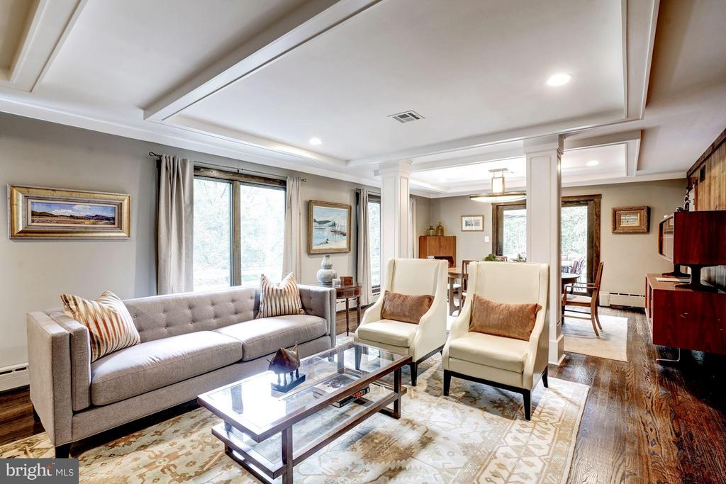 This 6BR/6.5BA home is spacious and well designed. - 2900 27TH ST N, ARLINGTON