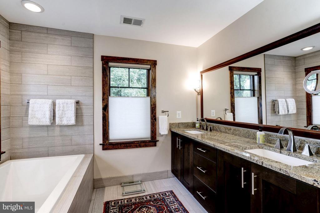Dual sinks, soaking tub give a spa feel - 2900 27TH ST N, ARLINGTON