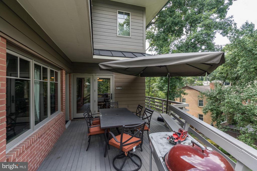 Two level verandas for outdoor entertaining... - 2900 27TH ST N, ARLINGTON
