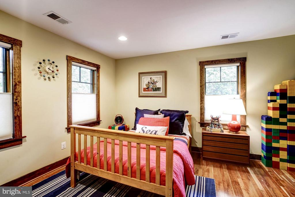 Spacious bedrooms throughout the property - 2900 27TH ST N, ARLINGTON