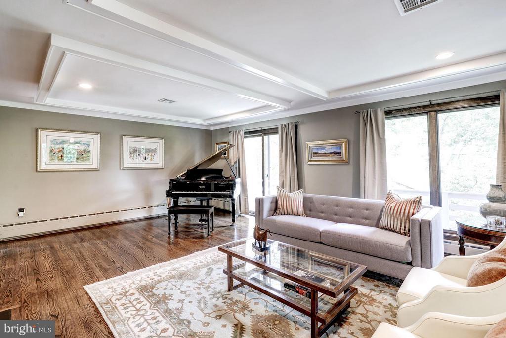 Floor to ceiling windows add energy efficiency - 2900 27TH ST N, ARLINGTON
