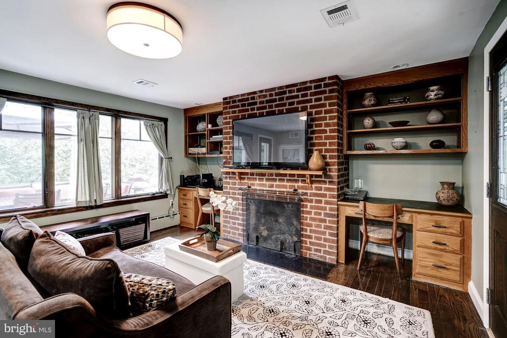or space for informal gatherings and game nights - 2900 27TH ST N, ARLINGTON