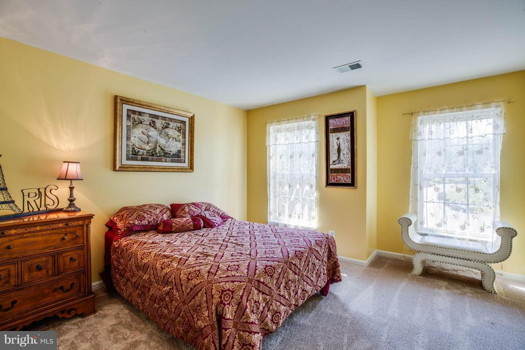 Bright bedrooms feature walk-in closets - 10214 DARDEN CT, SPOTSYLVANIA