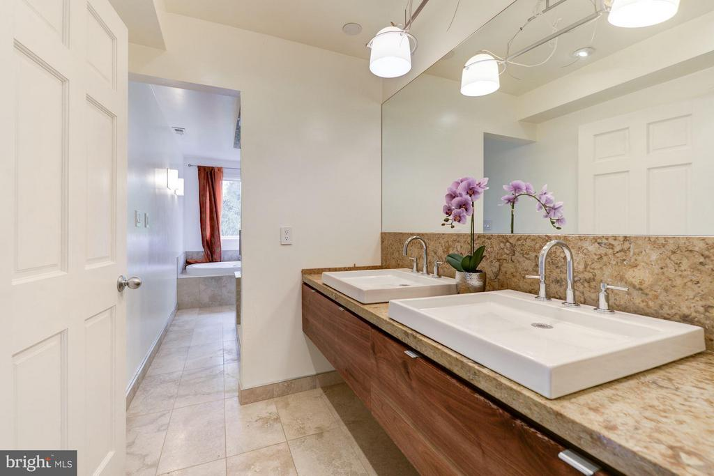 Bath (Master) - 3280 CHESTNUT ST NW, WASHINGTON