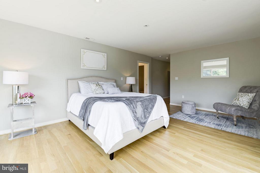 Bedroom (Master) - 3280 CHESTNUT ST NW, WASHINGTON