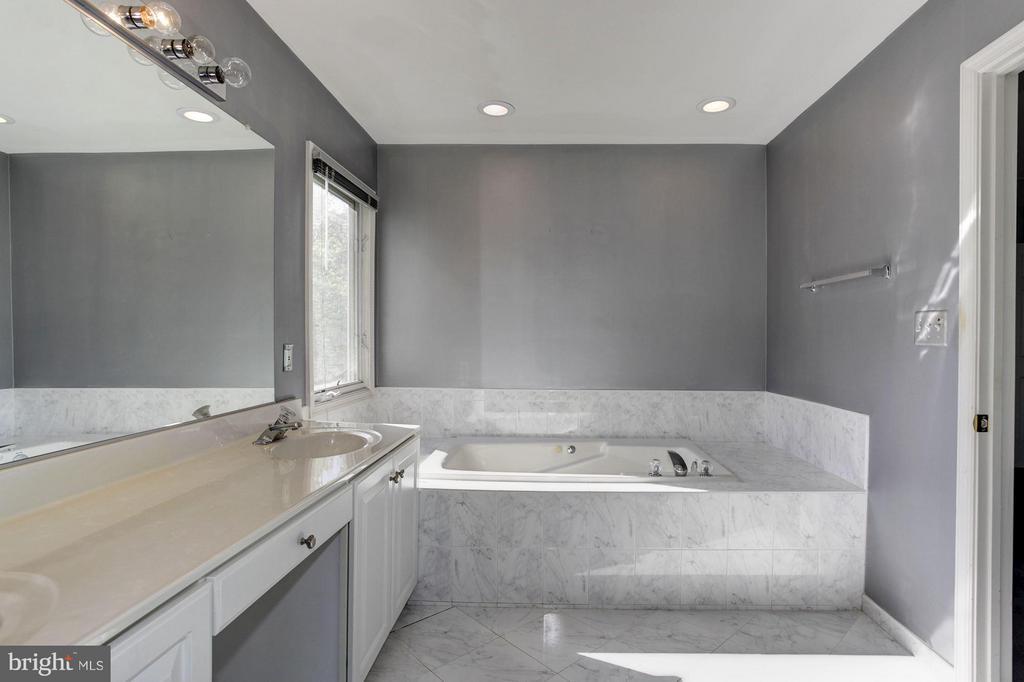 Bath - 1204 N NELSON ST, ARLINGTON