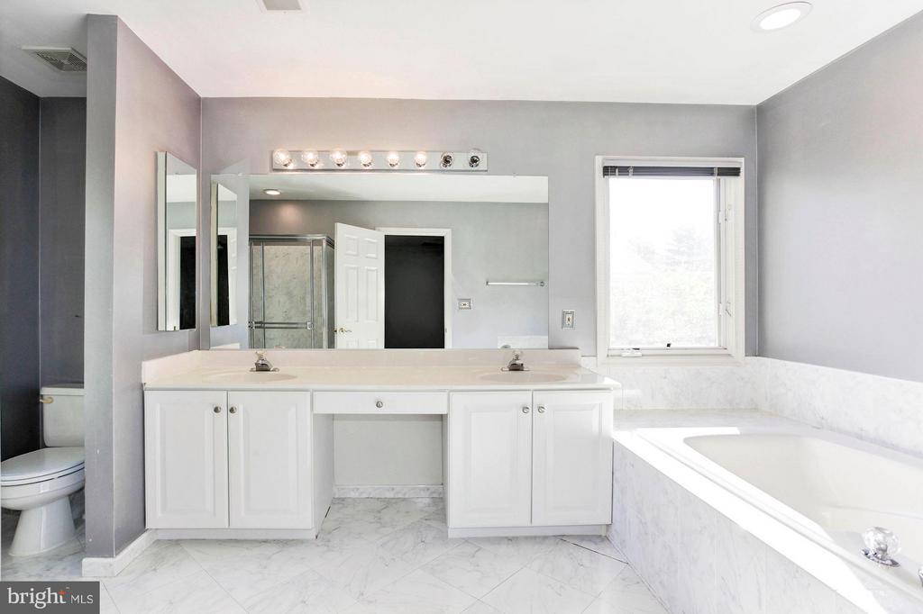 Bath (Master) - 1204 N NELSON ST, ARLINGTON