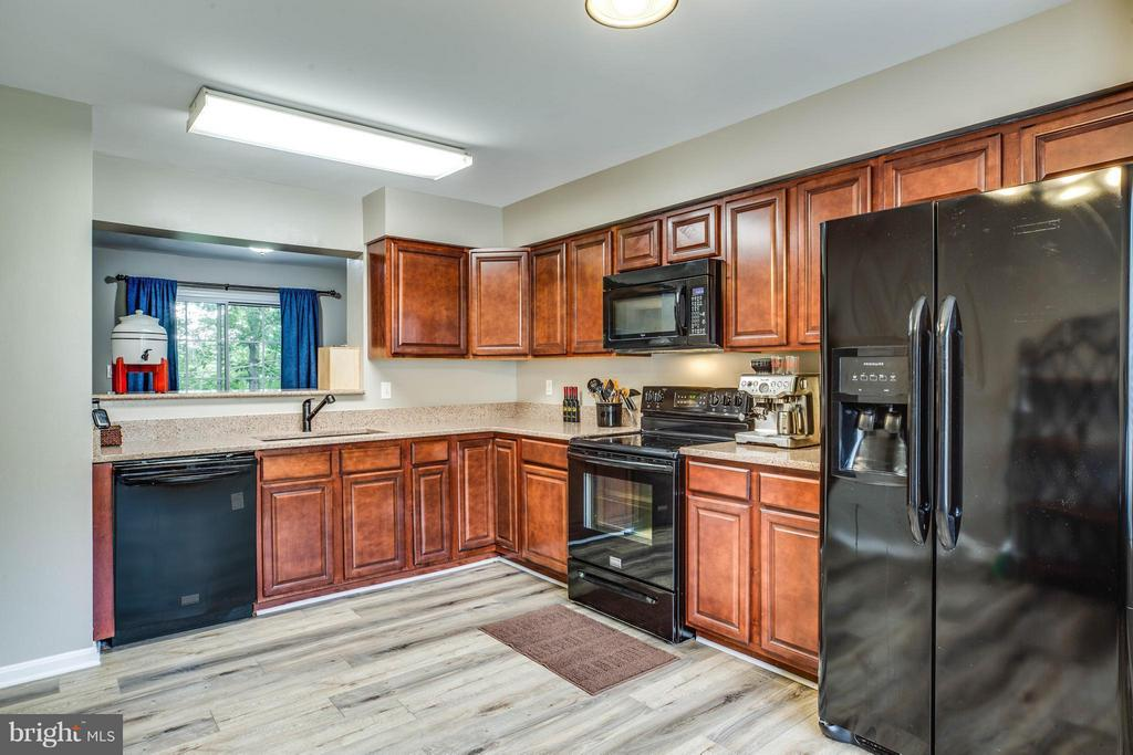 Kitchen - 611 WIND RIDGE DR, STAFFORD