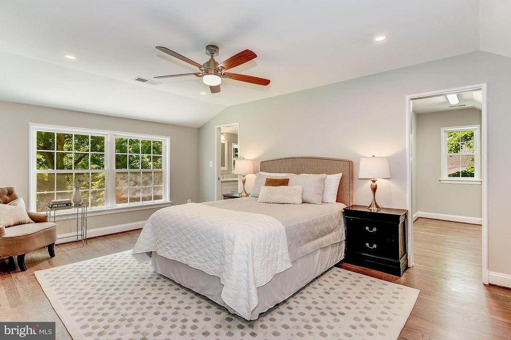 Bedroom (Master) - 3235 VALLEY LN, FALLS CHURCH