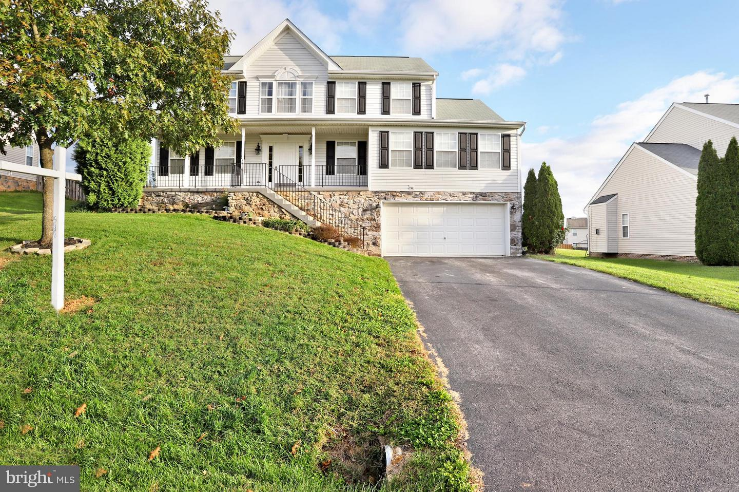 Photo of home for sale at 9929 Saint Roberts Drive, Hagerstown MD