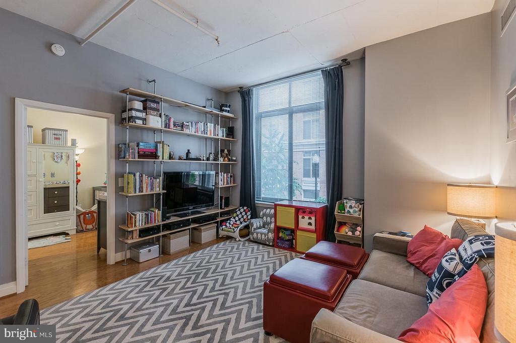 Living Room - 1201 GARFIELD ST #210, ARLINGTON