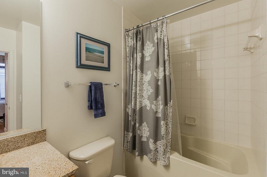 Bath (Master) - 1201 GARFIELD ST #210, ARLINGTON