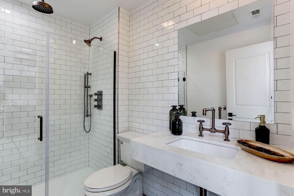Bath - 1402 H ST NE #507, WASHINGTON