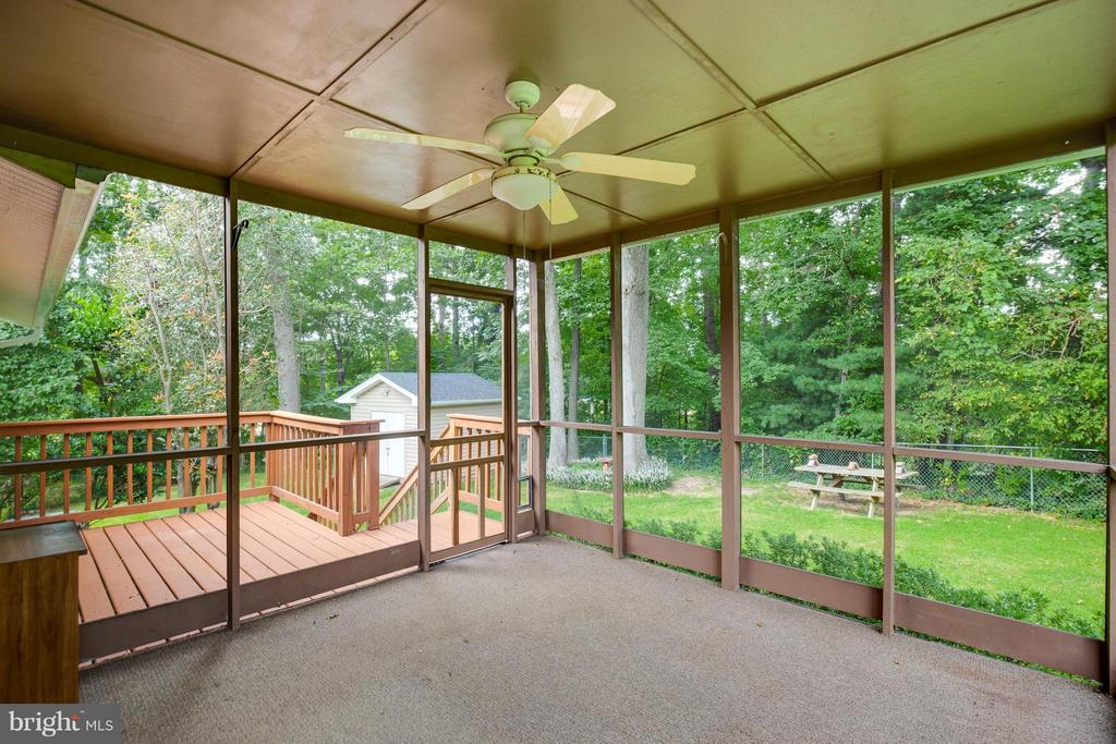 Deck & Screened In Porch w/Fan - 2516 LINWOOD LN, WOODBRIDGE