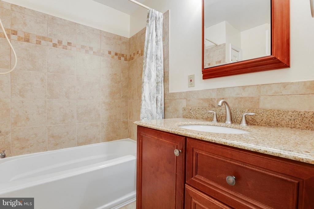 Beautifully Updated Bathroom - 2516 LINWOOD LN, WOODBRIDGE
