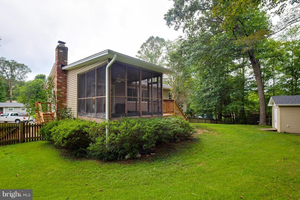 Enjoy Evenings In Your Screened In Porch - 2516 LINWOOD LN, WOODBRIDGE