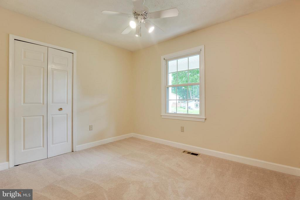 Bedroom #3 w/New Carpet & Ceiling Fan - 2516 LINWOOD LN, WOODBRIDGE