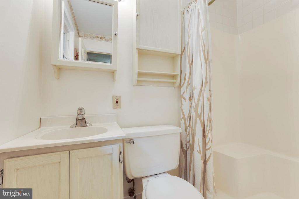 Master Bathroom - 2516 LINWOOD LN, WOODBRIDGE