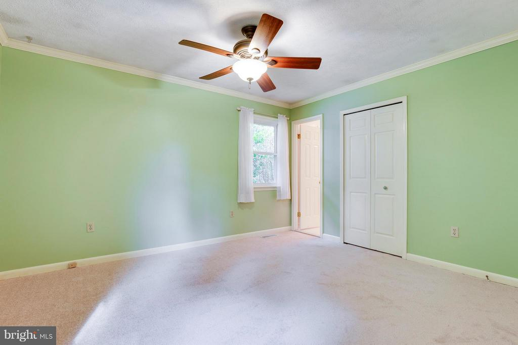 Large Master Bedroom w/On Suite - 2516 LINWOOD LN, WOODBRIDGE