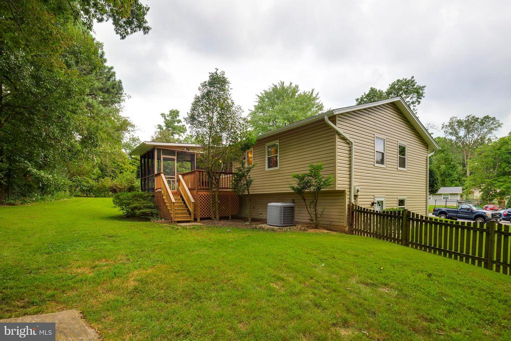 Large, Fenced Backyard - 2516 LINWOOD LN, WOODBRIDGE