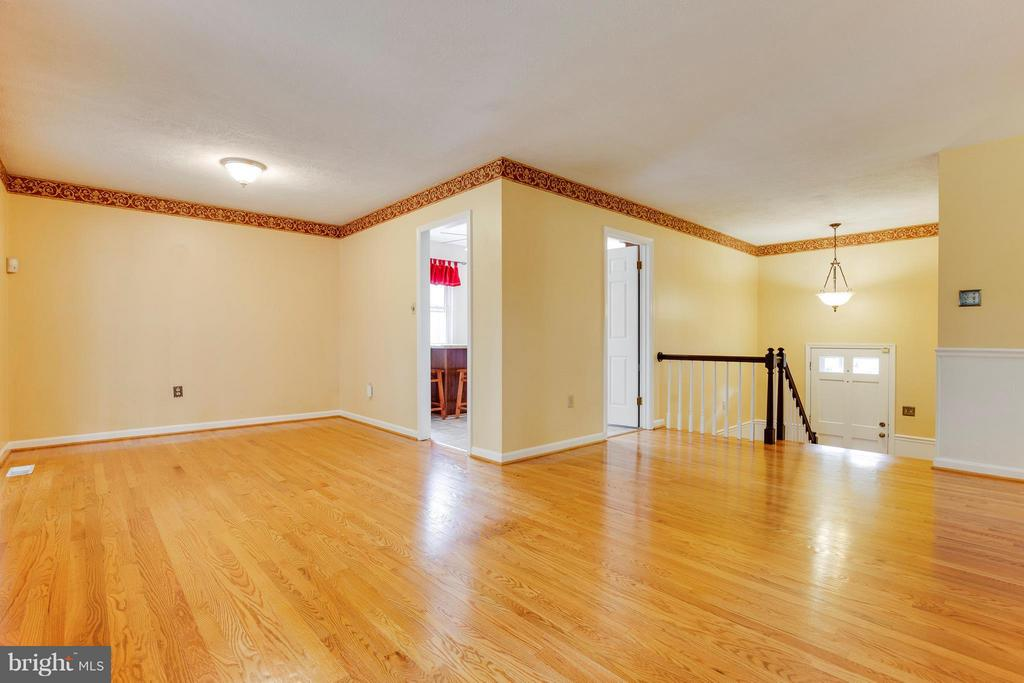 Separate Dining Room w/ Direct Access To Porch - 2516 LINWOOD LN, WOODBRIDGE
