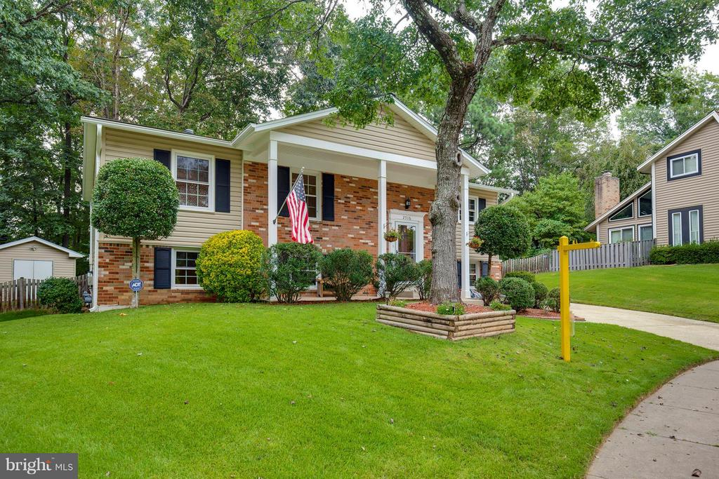 Cozy Home On A Quiet Cul de Sac! - 2516 LINWOOD LN, WOODBRIDGE