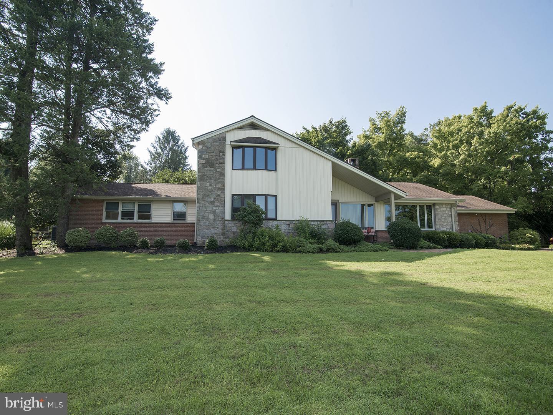 Casa Unifamiliar por un Venta en 2291 VALLEY Road Jamison, Pennsylvania 18929 Estados Unidos