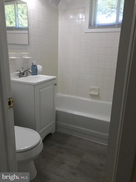 Updated bathroom - 710 1ST ST, ROCKVILLE