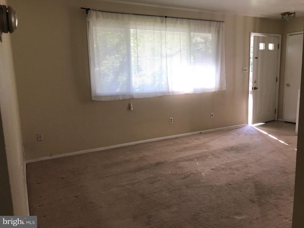 Lightfilled living room - 710 1ST ST, ROCKVILLE