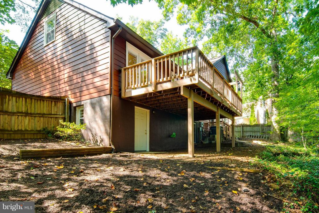 Walk-out basement to fully fenced, private yard - 4087 CAMELOT CT, DUMFRIES