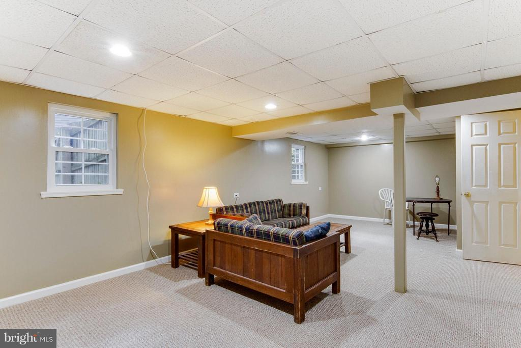 SECOND family/rec room in fully finished basement - 4087 CAMELOT CT, DUMFRIES