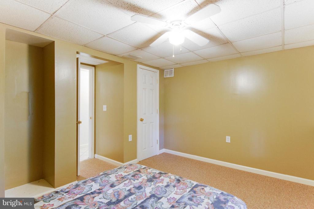 Basement bedroom perfect for older teen - 4087 CAMELOT CT, DUMFRIES