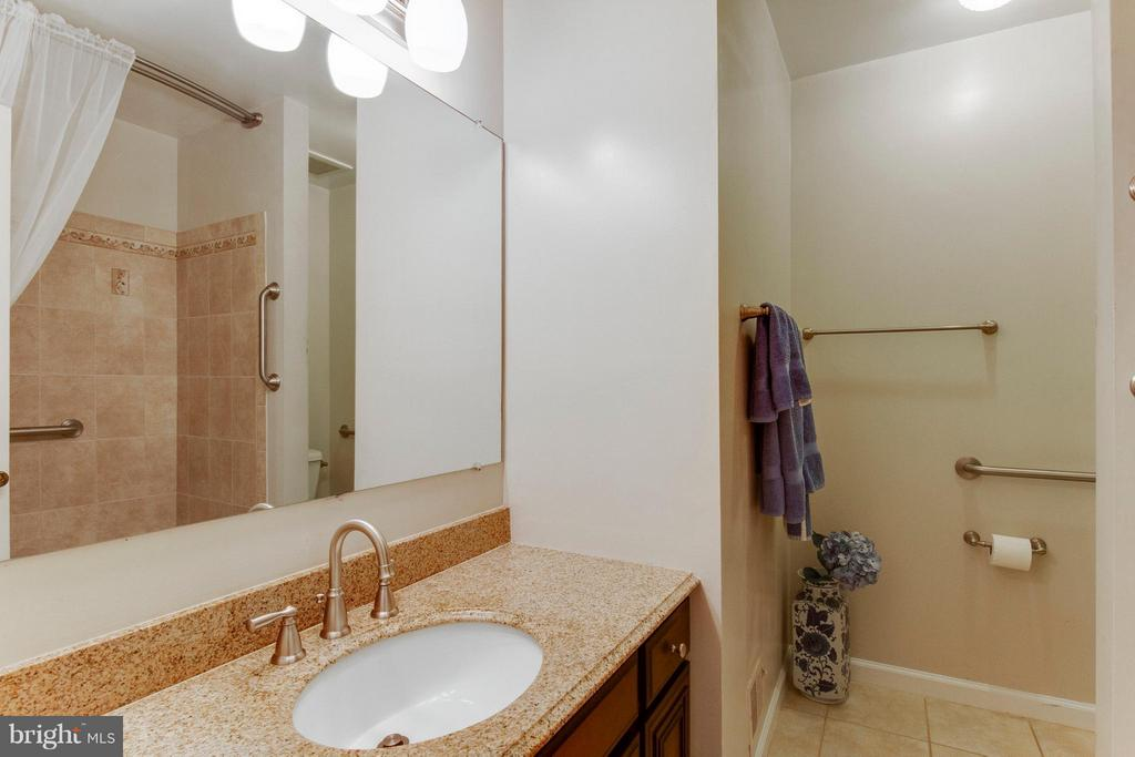 Remodeled hall bath with more granite and tile - 4087 CAMELOT CT, DUMFRIES