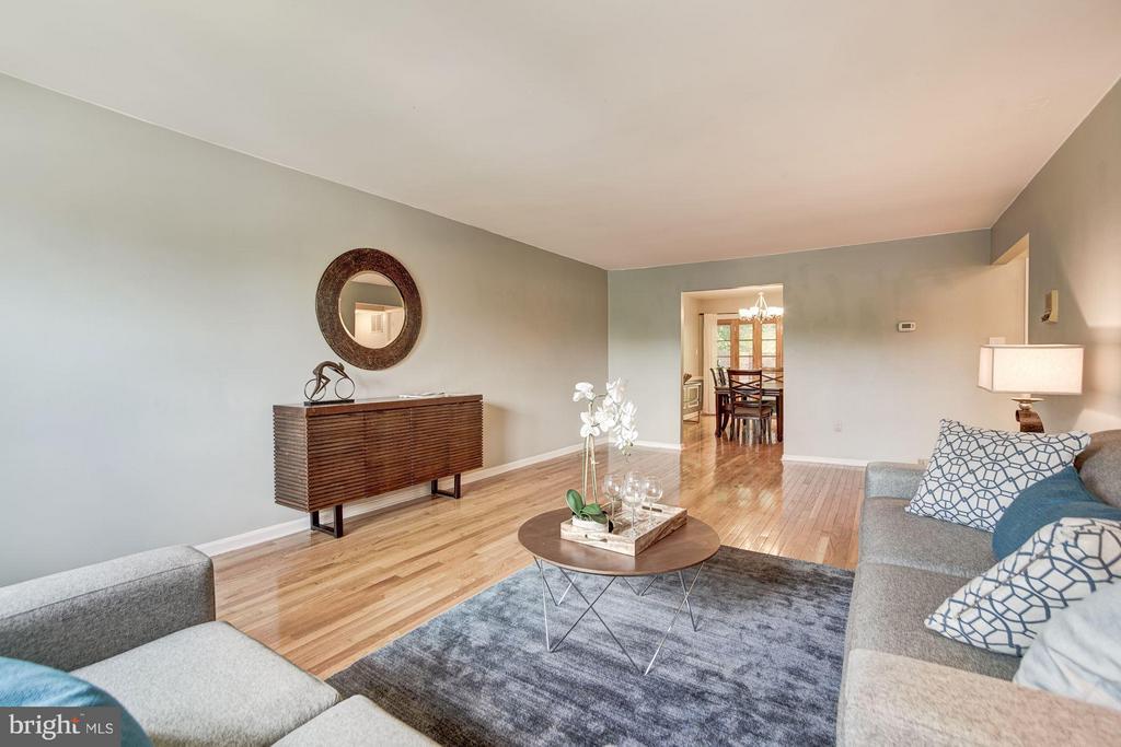 Living Room (3 of 3) - 600 ARMISTEAD ST N, ALEXANDRIA