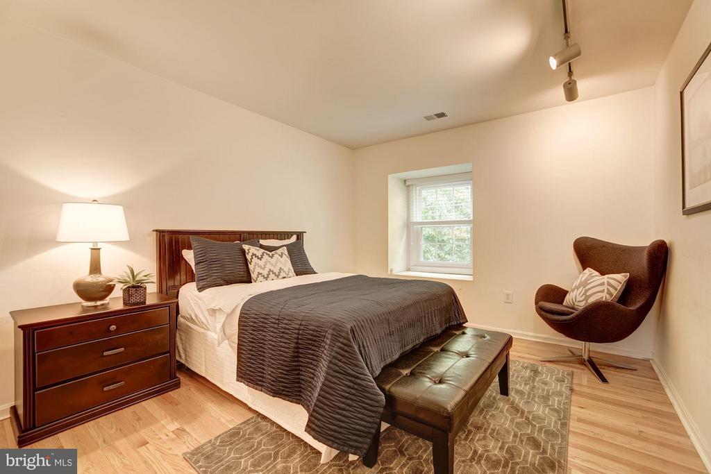 Bedroom #2 (1 of 2) - 600 ARMISTEAD ST N, ALEXANDRIA
