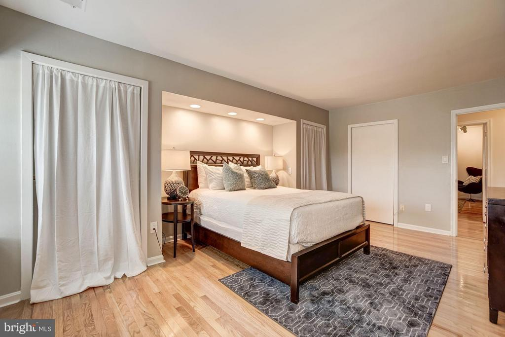 Master Bedroom (2 of 4) - 600 ARMISTEAD ST N, ALEXANDRIA