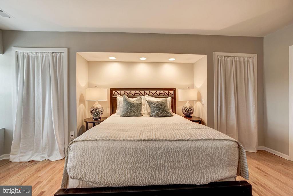 Master Bedroom (3 of 4) - 600 ARMISTEAD ST N, ALEXANDRIA