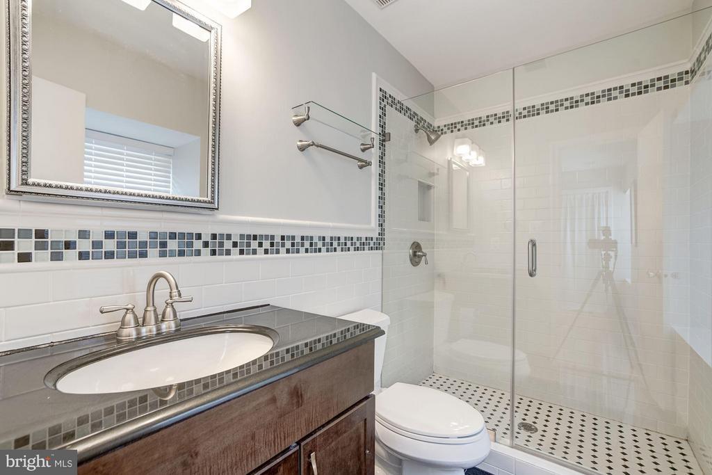 En-Suite Master Bathroom - 600 ARMISTEAD ST N, ALEXANDRIA