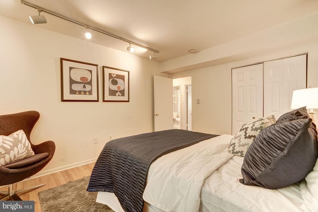 Bedroom #2 (2 of 2) - 600 ARMISTEAD ST N, ALEXANDRIA