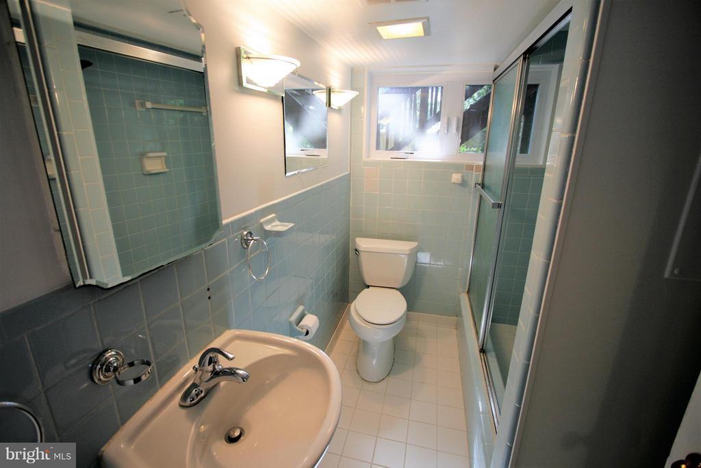 Bath - 4136 WATKINS TRL, ANNANDALE